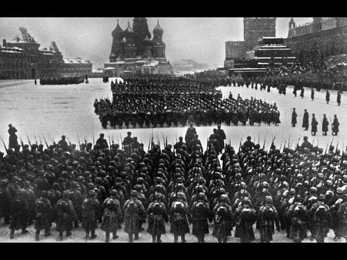 7 ноября 1941 года - Красная площадь столицы СССР.