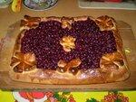 Открытый пирог с брусникой и сметаной фото