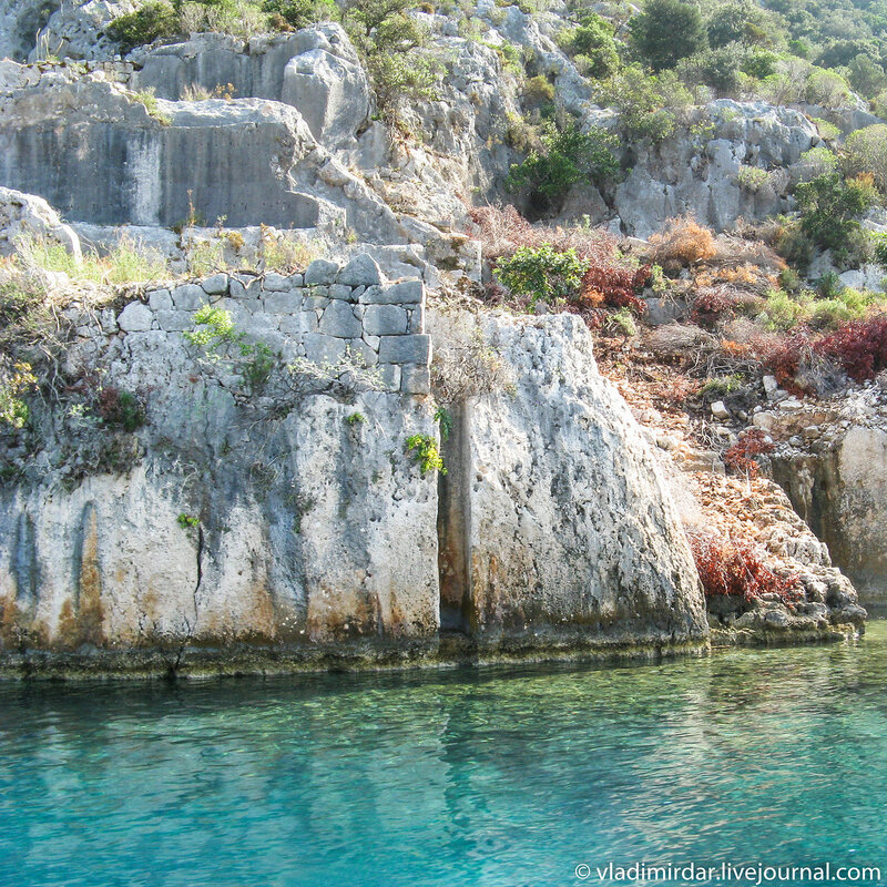 Руины древнего затонувшего города Долихисте