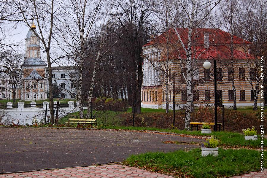 Церковь Казанской иконы Божией Матери и Бывшая городская дума
