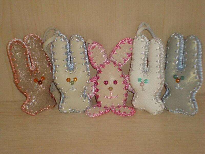 Зайчата - брелки ( кожаные изделия ) на Пульсе Цен, купить в Калининграде