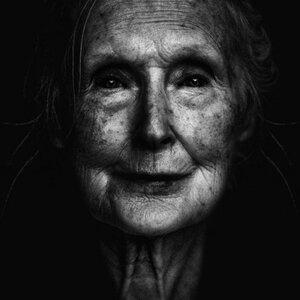 Черно-белые снимки бездомных людей