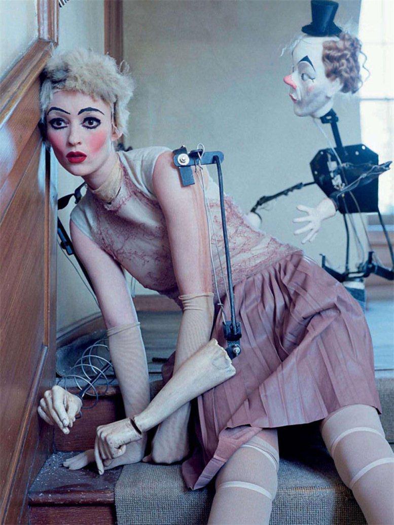 Audrey Marnay and Kirsi Pyrhonen by Tim Walker / Одри Марно и Кирси Пырхонен в журнале Vogue Italia (октябрь 2011)