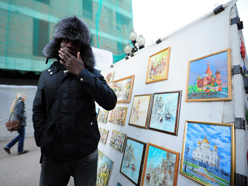 Эммануэль Эменике примерил костюм Деда Мороза (Фото)