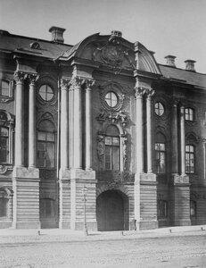 Дворец Строгановых на Невском проспекте. Центральная часть фасада