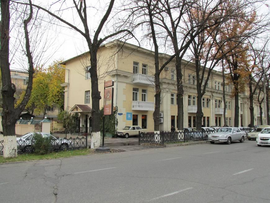 сталинские дома на улице бабура 4.JPG