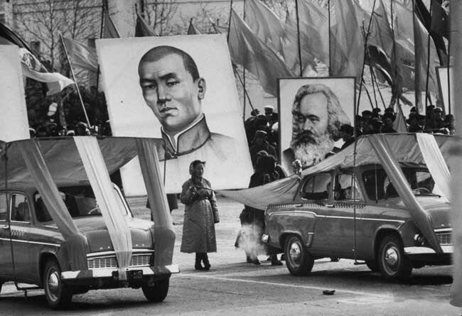 ©Max Scheler.Плакаты лидеров монгольской революции Сухэ-Батор и Карла Маркса, Монголия, 1962
