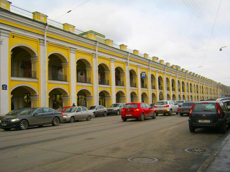 """В 1780 г. в Петербурге был построен сохранившийся до наших дней  """"Гостиный двор """".  Он расположен между Невским..."""