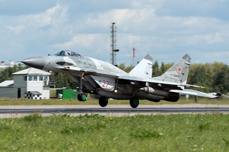Микоян-Гуревич МиГ-29СМТ (RF-92939 / 27 красный) D800225a