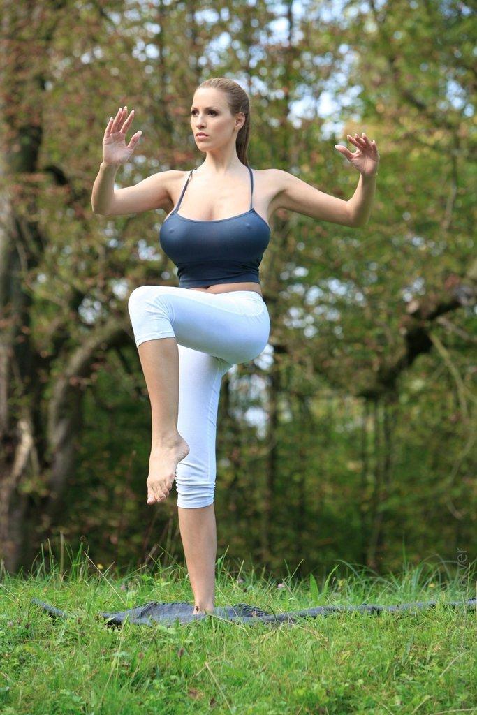 йога с большой грудью видео снятое