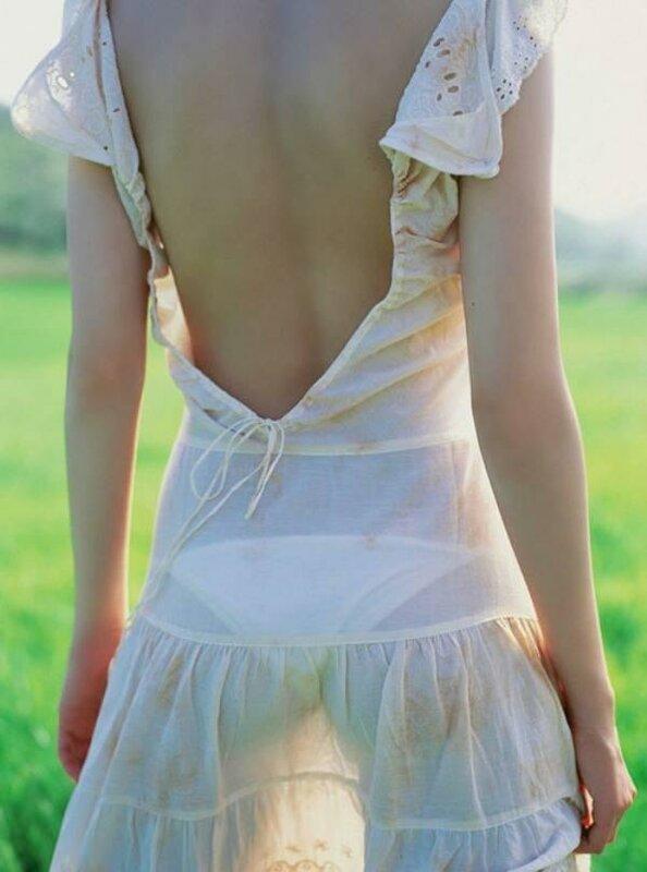 Фото женщин в прозрачных летних платьях 24 фотография