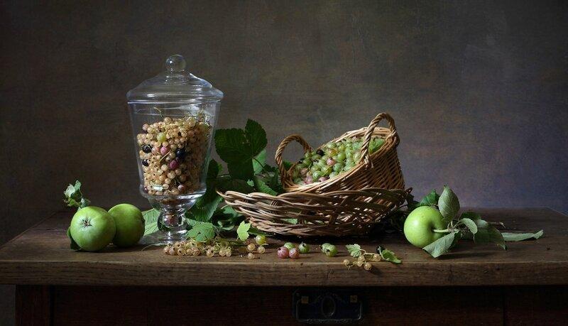 Ягоды и яблоки