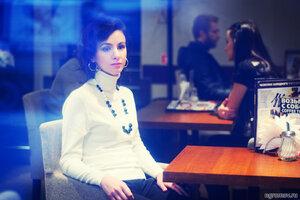 Девушка в кафе (брюнетка, кафе)