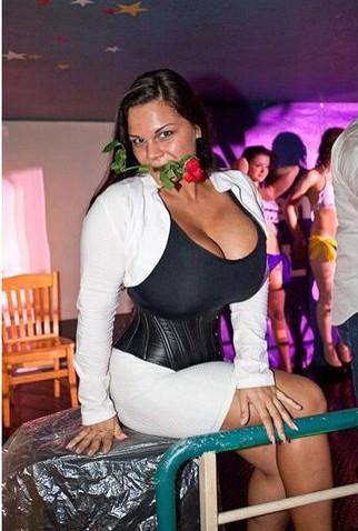 Мария (Мия) Зарринг - 12 размер бюста ... http://img-fotki.yandex.ru/get/4421/130422193.8f/0_6fb8e_e7c7fb3b_orig