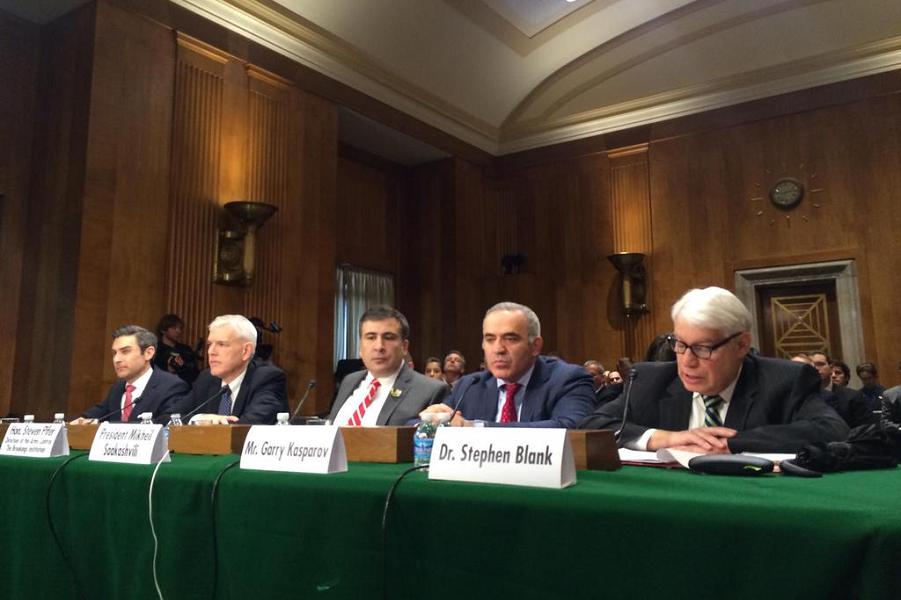 Каспаров в Сенате США.png