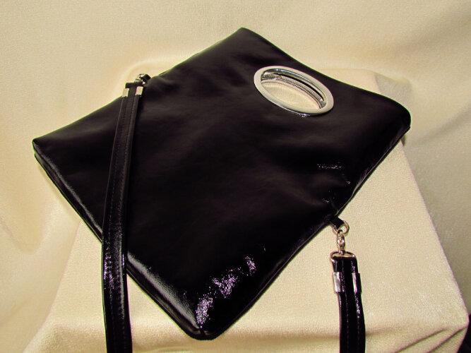 В отделке использован бисер и стеклярус.  На подкладке выполнен карман.  Очень удобная,можно носить в виде клатча на...