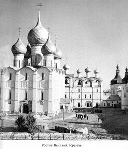 Митрополичий двор Ростова Великого. Вид со звонницей