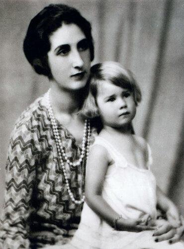 Каэтана с матерью
