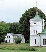 Башня рядом с дворцом была построена не позднее 1898 года, как водонапорное сооружение. Сегодня у нее чисто декоративная функция