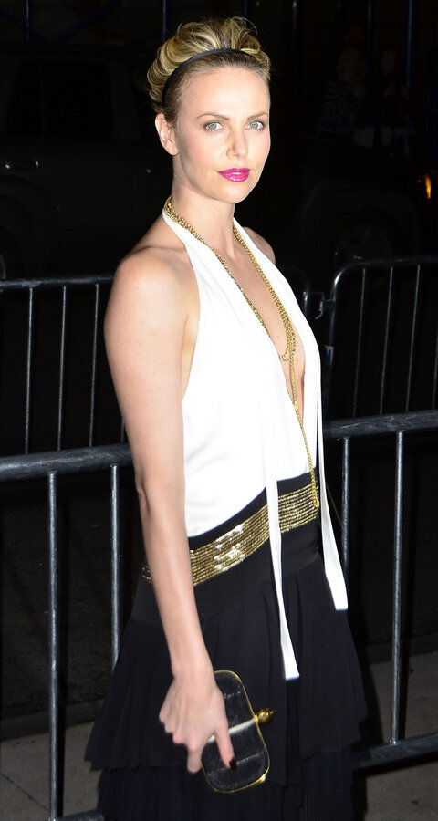 Шарлиз Терон: в детстве и сейчас Charlize Theron Out For Dinner In New York