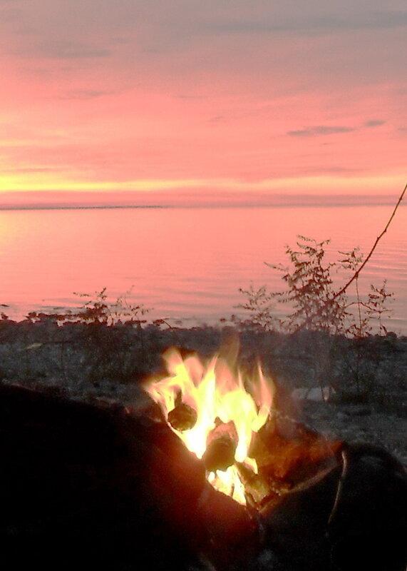 Костёр на закате, ноябрь , берег Азовского моря