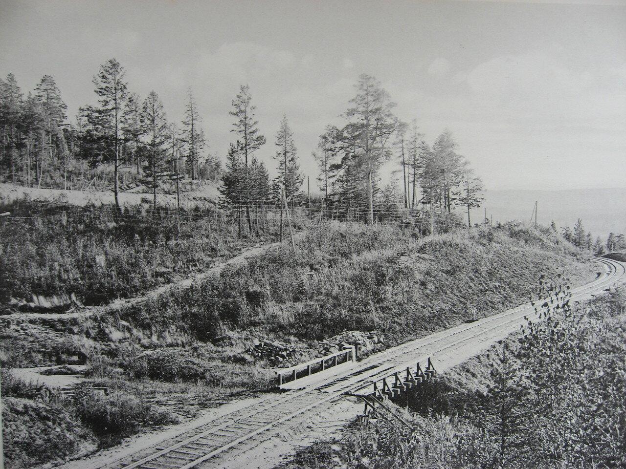 63. 2571 верста. Вид на старый путь Транссиба. Новый - выше по косогору. Строительный период 1909