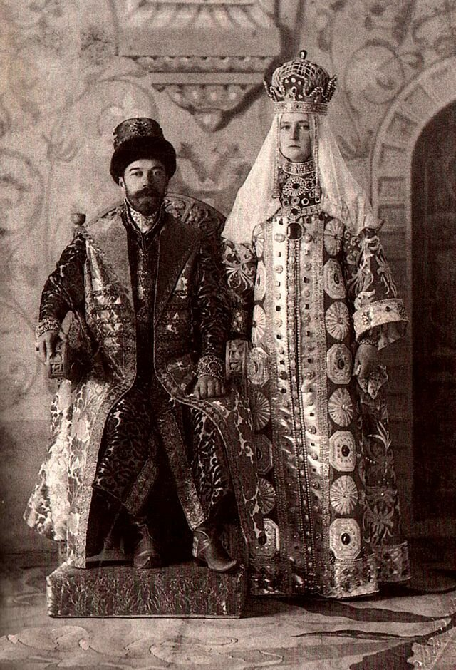 640px-Alix_and_Nicky_in_Russian_dress.3.jpg