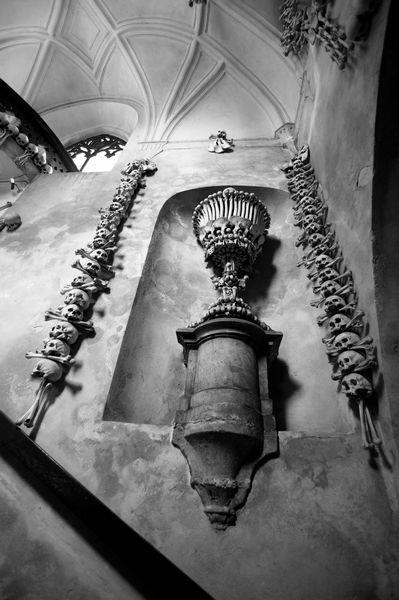стена в костнице