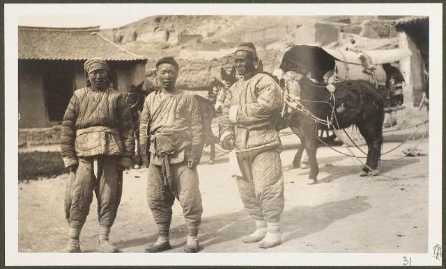Трое извозчиков на постоялом дворе в Цинцзян