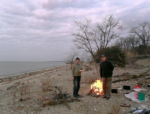 На закате, у костра, декабрь 2011