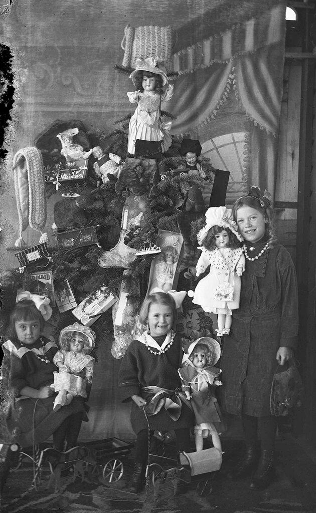 Christmas Dolls 1920