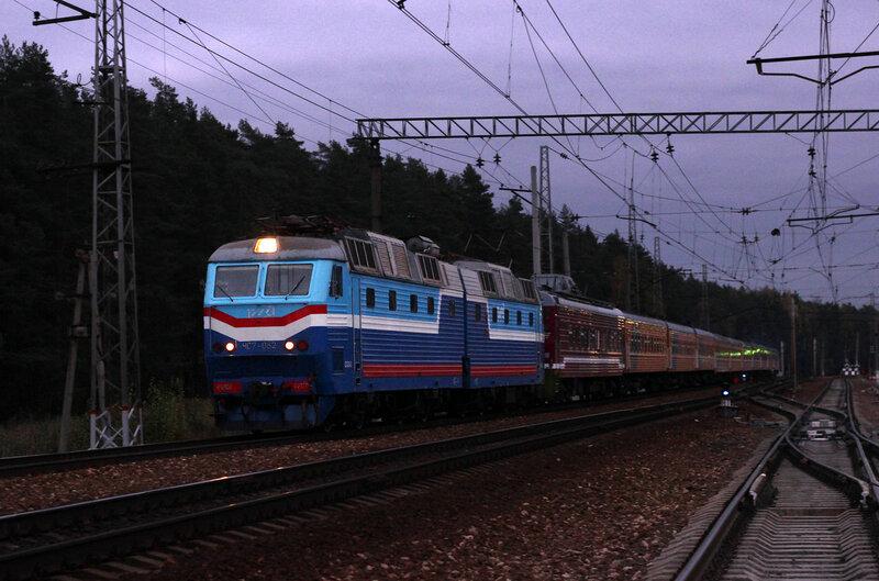 ЧС7-062 с поездом №1 Москва - Рига на станции Нахабино