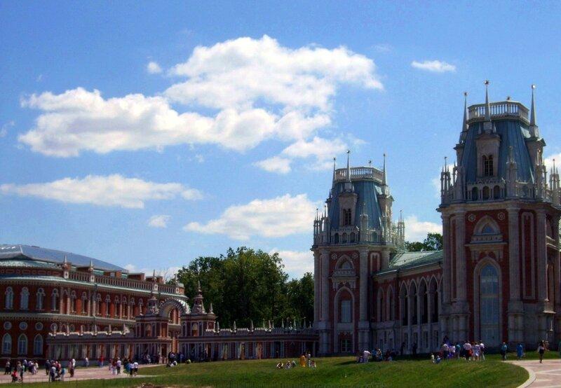 Вид на Царицынский архитектурный ансамбль от Фигурного моста