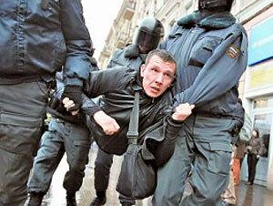 В Приморье задержали налетчиков, которые избили водителя и похитили его автомобиль