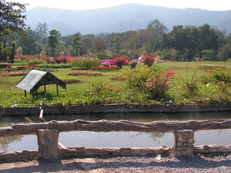 горячие источники sankampaeng hot springs