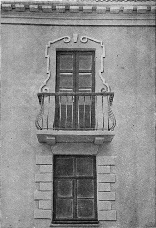 Фрагмент фасада общежития на проспекте Металлистов.
