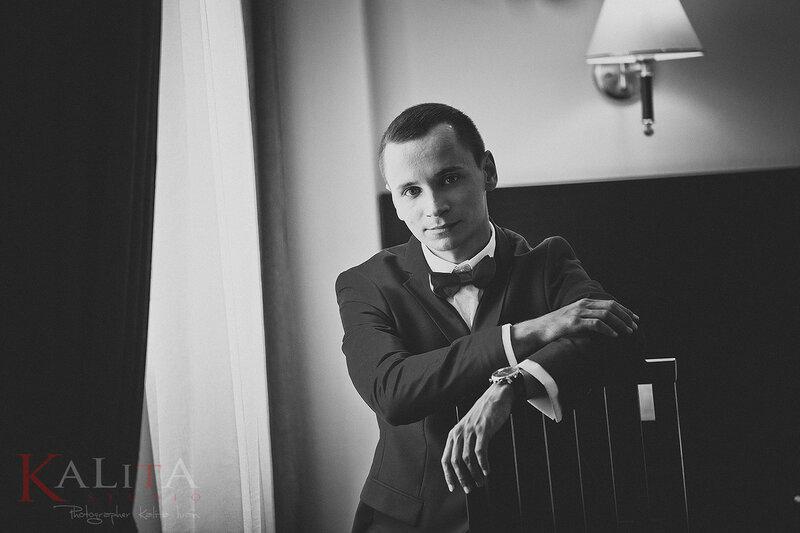 фотограф на свадьбу свадебная фотосессия в интерьере сборы жениха