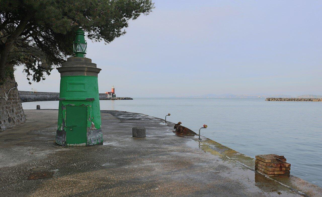 Порт Искья. Маяки