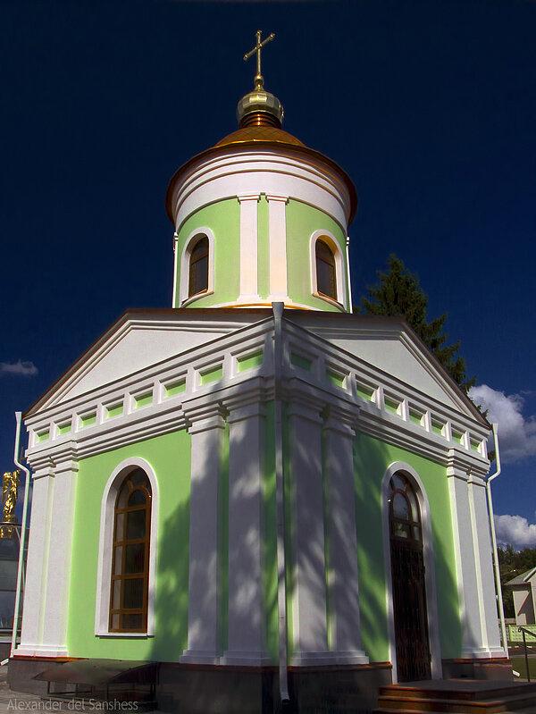 Часовня у усыпальницы св. Иосафа. Белгород, 2011, фото Sanchess