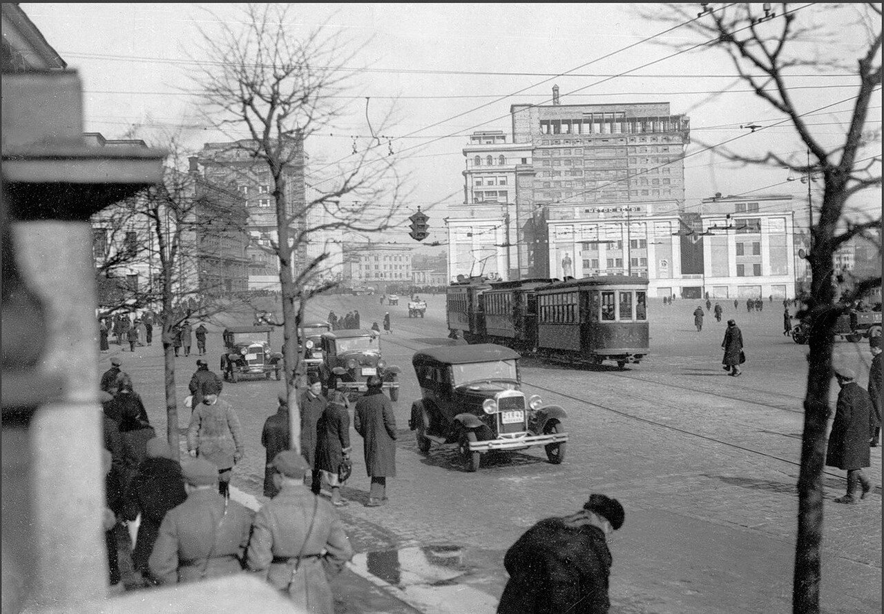 1935. Манежная площадь