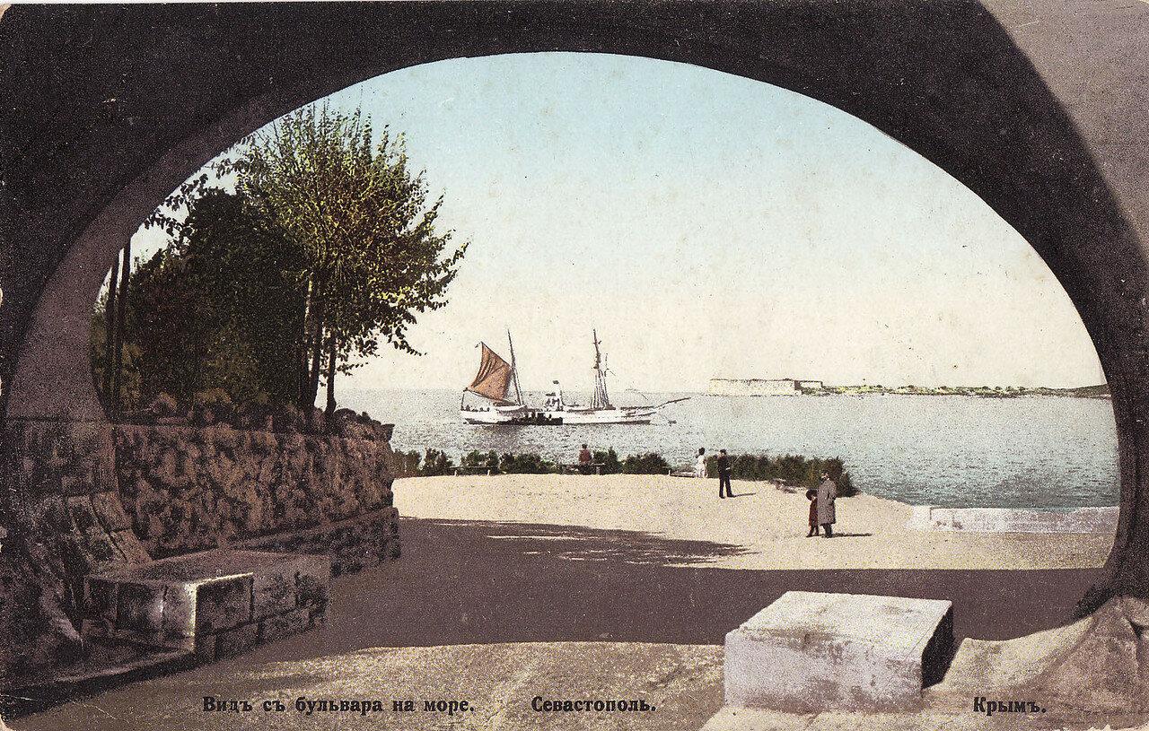 Вид с бульвара на море