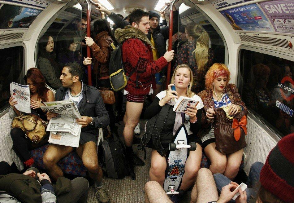 Прикольные фотографии женщин без штанишек 25 фотография