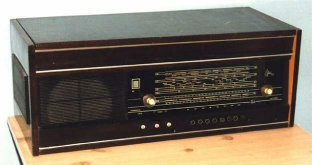 #1. Бугор.  Продам радиоприемник с проигрывателем 1969г Урал 111 и Урал 114.