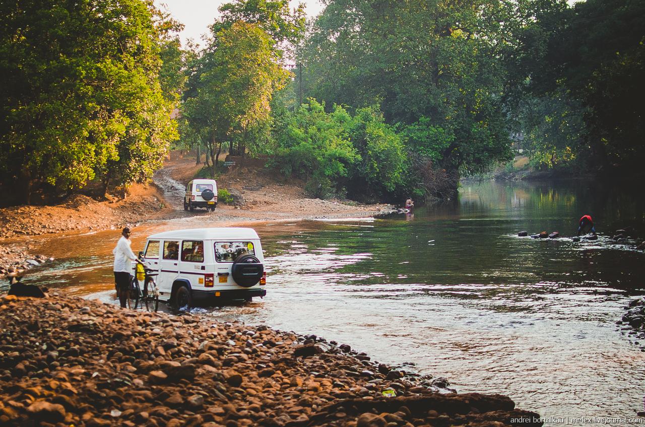 Поездка на водопад Дудхсагар, Гоа