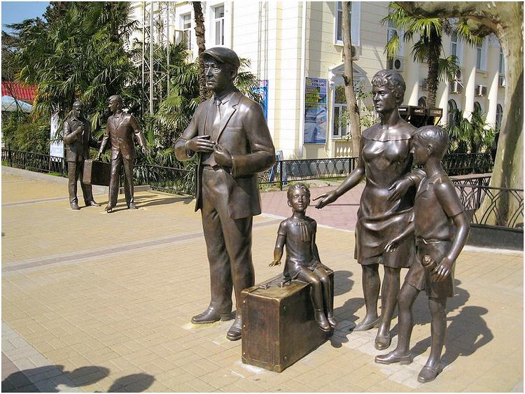 Памятник героям комедии «Бриллиантовая рука»