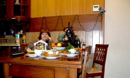За праздничным столом*