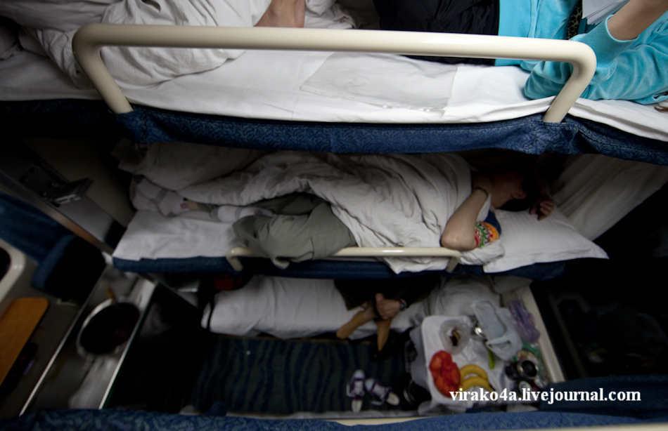 приколы как спят в поезде фото