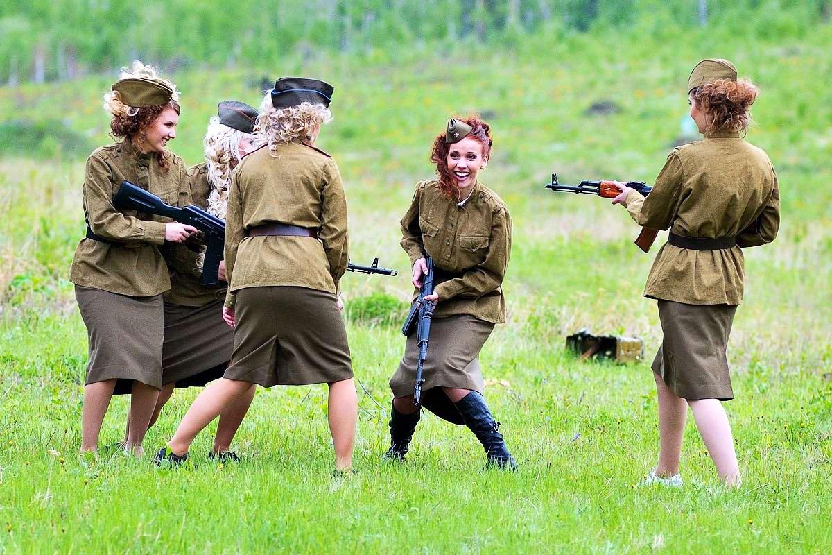Очень грозная сила: Девушки в армейской униформе (21)