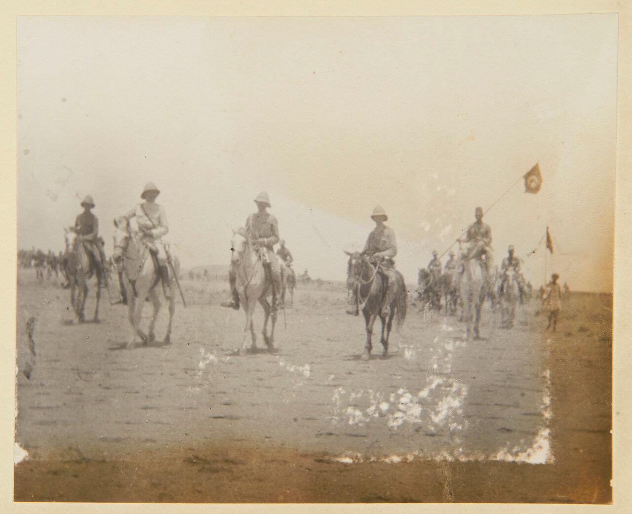 2 сентября, 11.30. Сирдар (лорд Китченер) покидает поле боя с его собственным флагом и Черным Знаменем Халифа