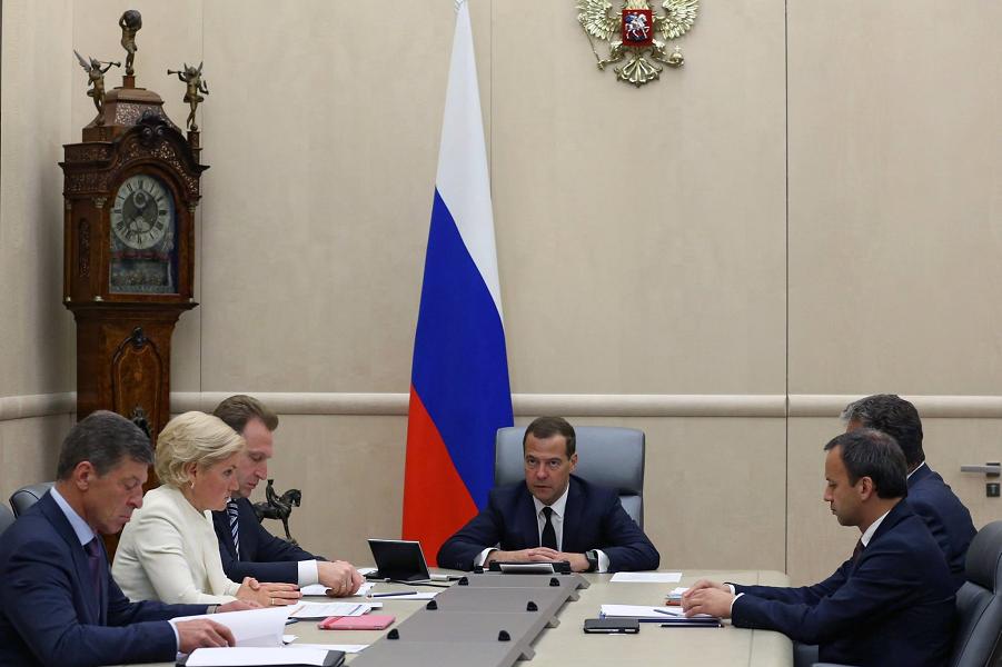 Медведев и вице-премьеры.png